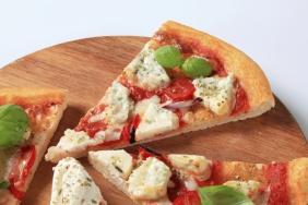 Pizza de ricota com manjericão
