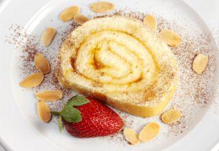 foto da receita Rocambole de damasco com pêssego
