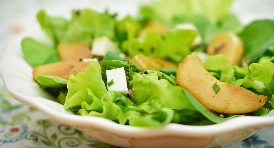 foto da receita Salada de folhas, pera e queijo