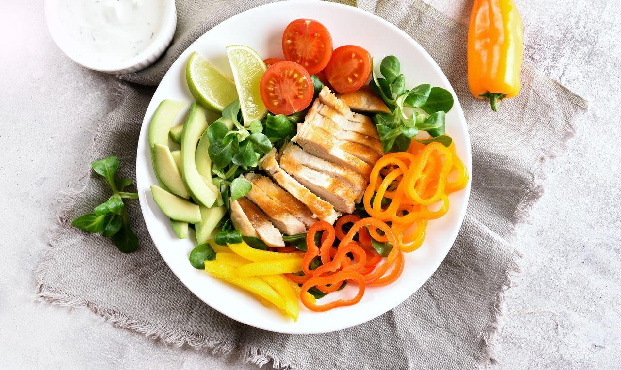 foto da receita Salada de folhas com frango