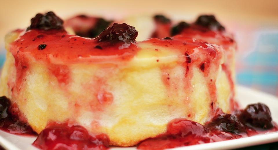 foto da receita Pudim de claras com calda de frutas vermelhas