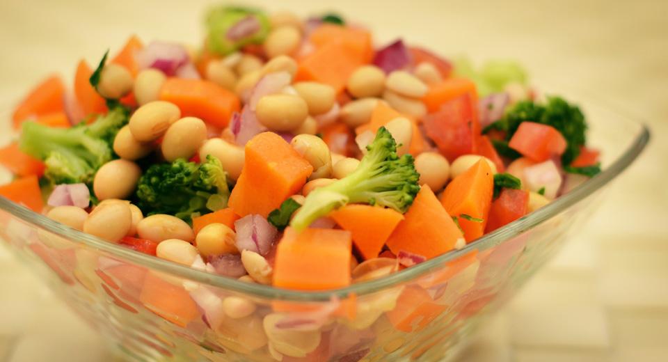 foto da receita Salada de grão de soja com ervas