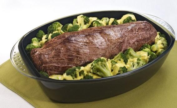 Filé mignon com brócolis e molho de mostarda