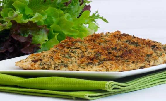 Frango empanado com crosta de ervas