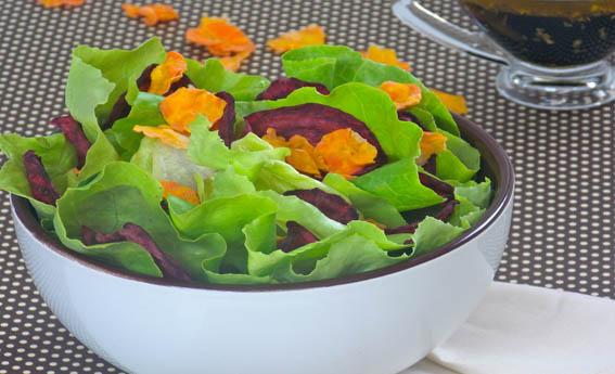 foto da receita Salada com crisps de cenoura e beterraba