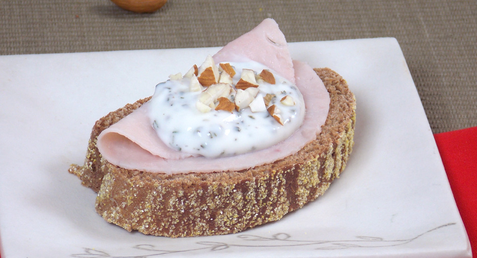 foto da receita Pão australiano com blanquet e requeijão temperado