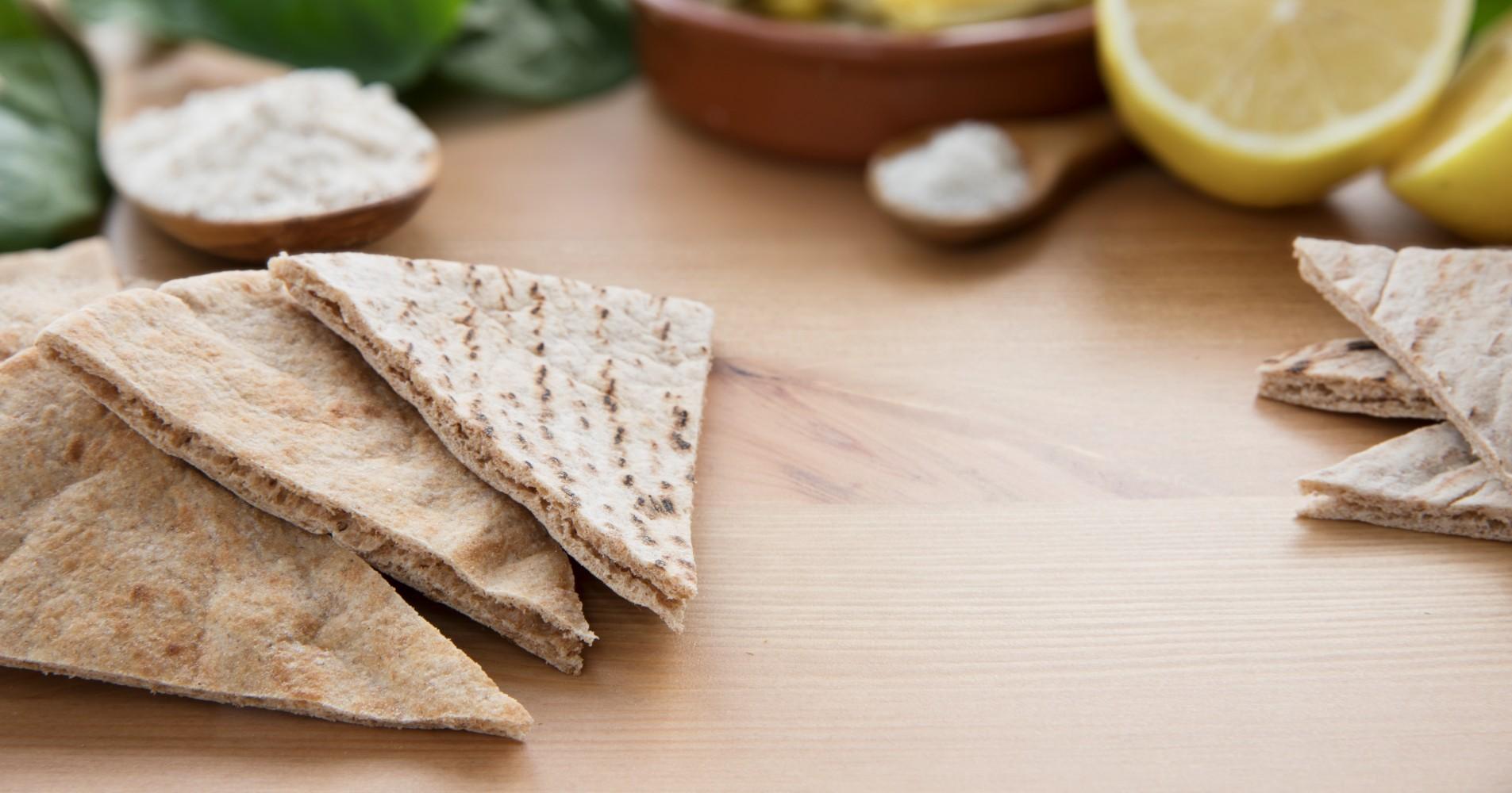 Pão sírio com alecrim e patê de ricota