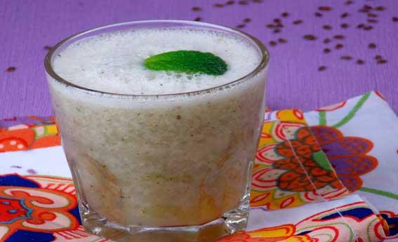 Suco de água de coco com morango e kiwi