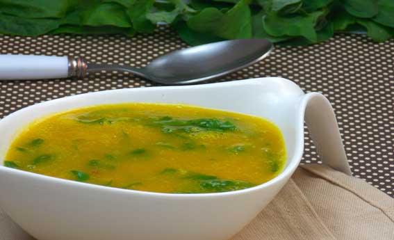 Sopa de abóbora com couve e carne seca