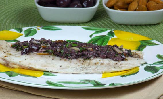 foto da receita Filé de peixe com pesto de azeitonas pretas