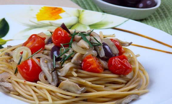 foto da receita Espaguete com cogumelos e alecrim