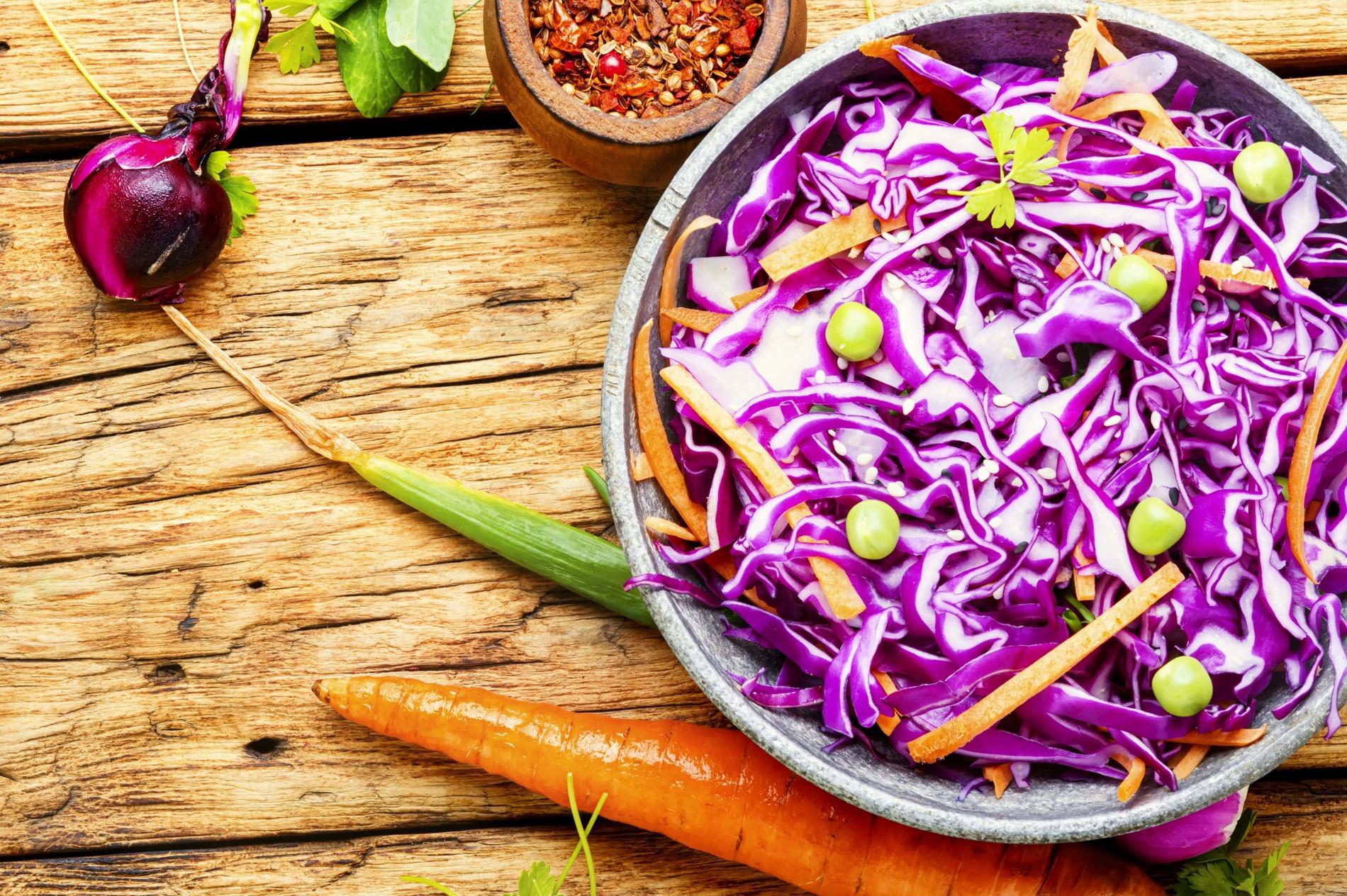 foto da receita Salada de repolho roxo com amêndoas