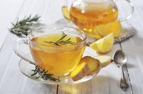 Chá gelado com limão e gengibre