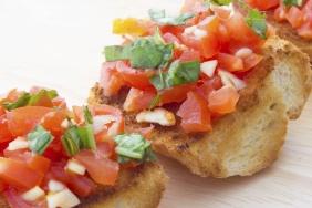 foto da receita Bruschetta com tomate e manjericão