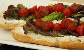 foto da receita Sanduíche com tomate marinado