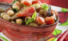 foto da receita Salada de vegetais com grão de bico
