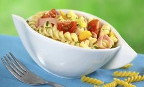 foto da receita Salada de macarrão com peito de peru