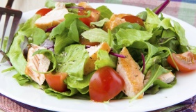 foto da receita Salada de folhas com salmão