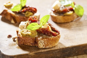 foto da receita Bruschetta de cottage com tomate seco