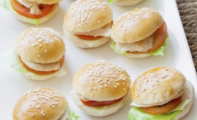 foto da receita Mini sanduíche de blanquet de peru