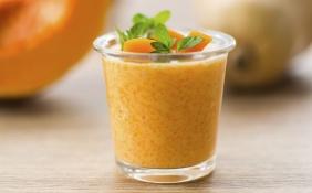Vitamina de mamão, laranja e maçã
