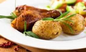 foto da receita Frango com batatas ao forno