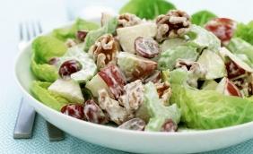 foto da receita Salada de folhas com molho de iogurte e gengibre