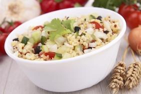 Salada de pepino com quinua