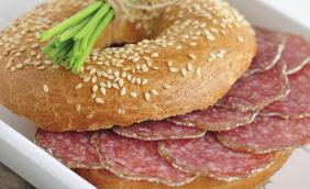 foto da receita Sanduiche de salame com alcaparras
