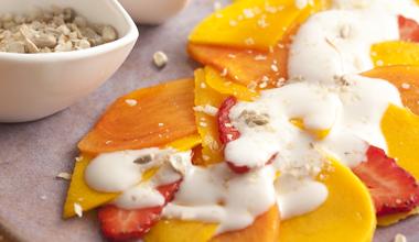foto da receita Carpaccio de frutas com iogurte e farofa crocante