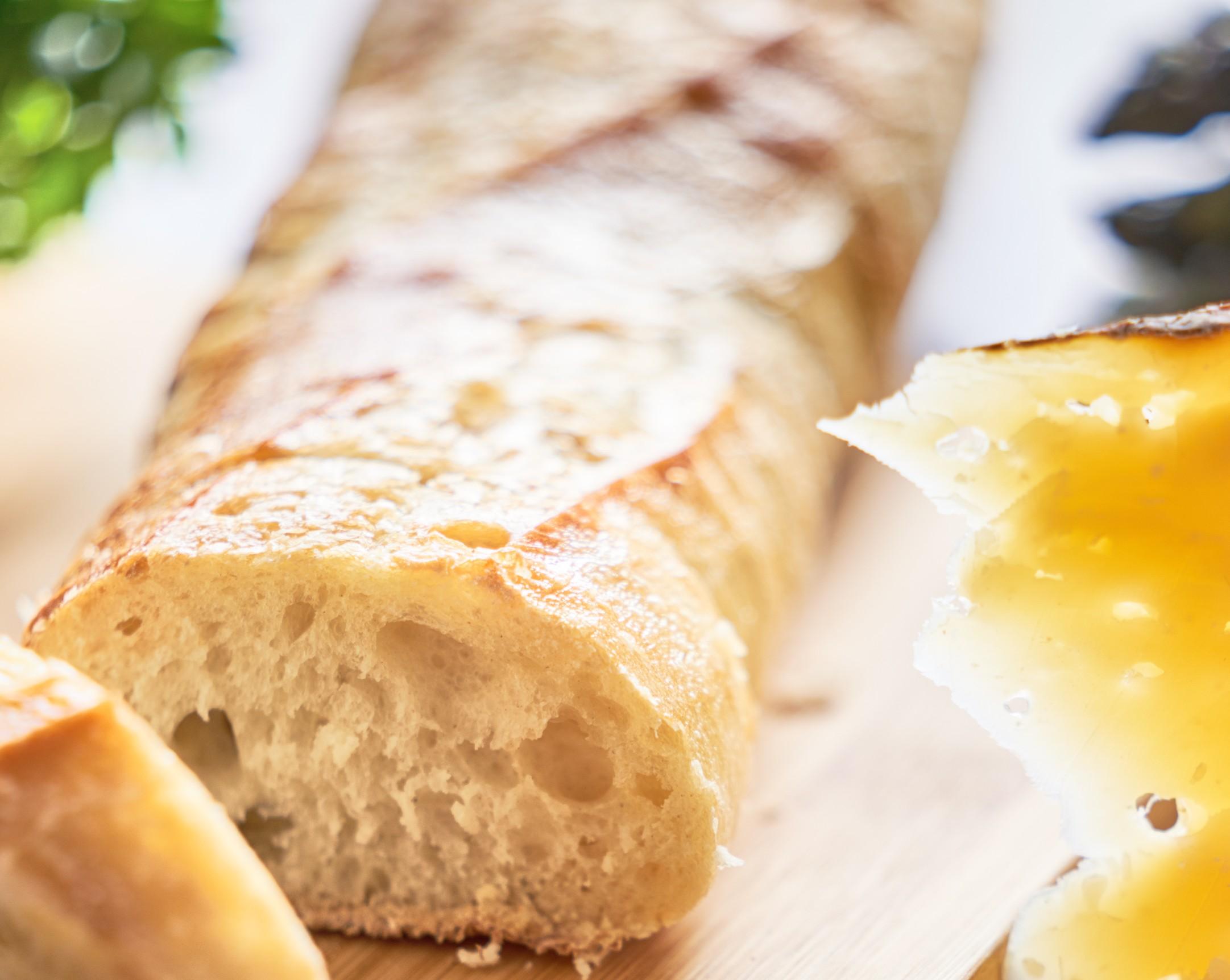 foto da receita Baguete com queijo e ervas finas