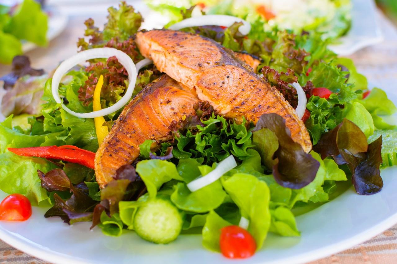 foto da receita Salada verde com salmão
