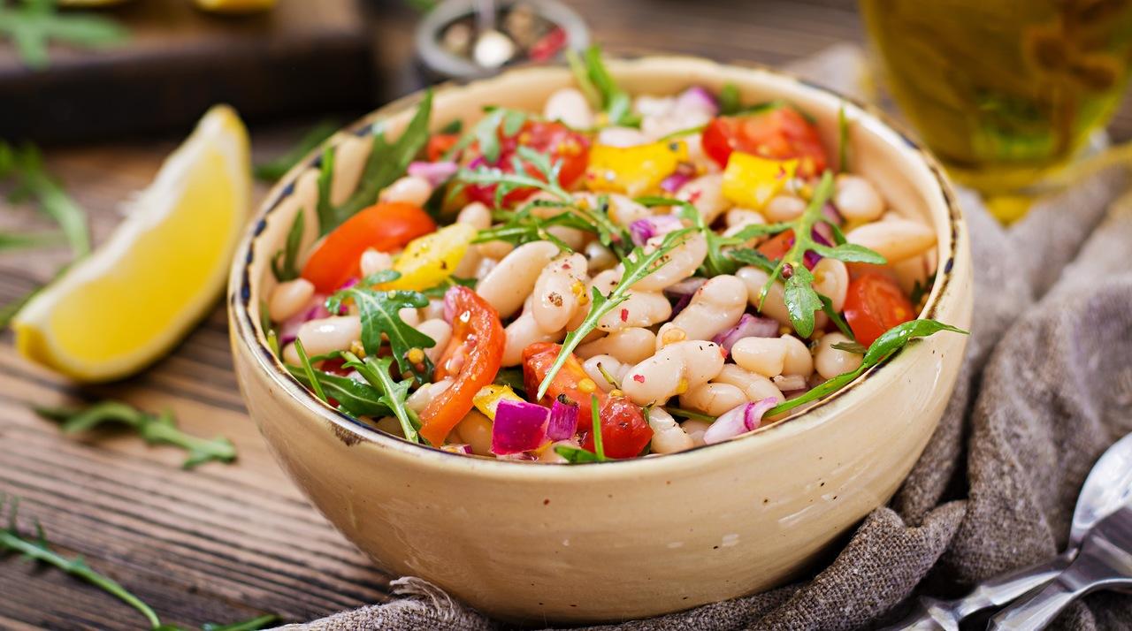 foto da receita Salada de feijão branco e tomate