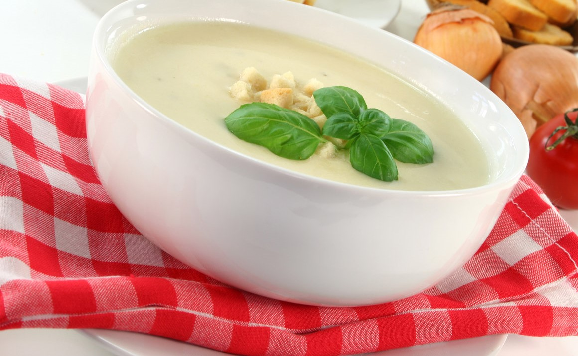Sopa de queijo branco com salmão