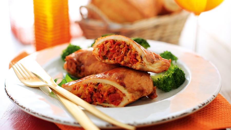 foto da receita Filé de frango recheado com tomate seco, pinhão e manjericão