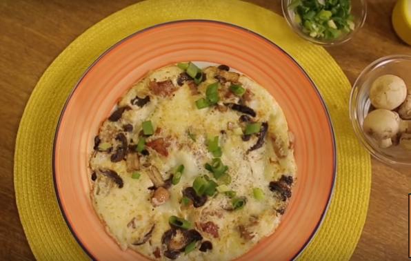 foto da receita Omelete de claras com frango e cogumelos
