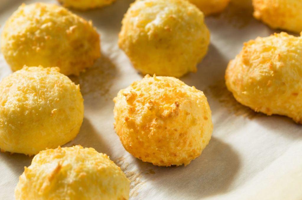 foto da receita Pão de queijo light de batata doce com chia