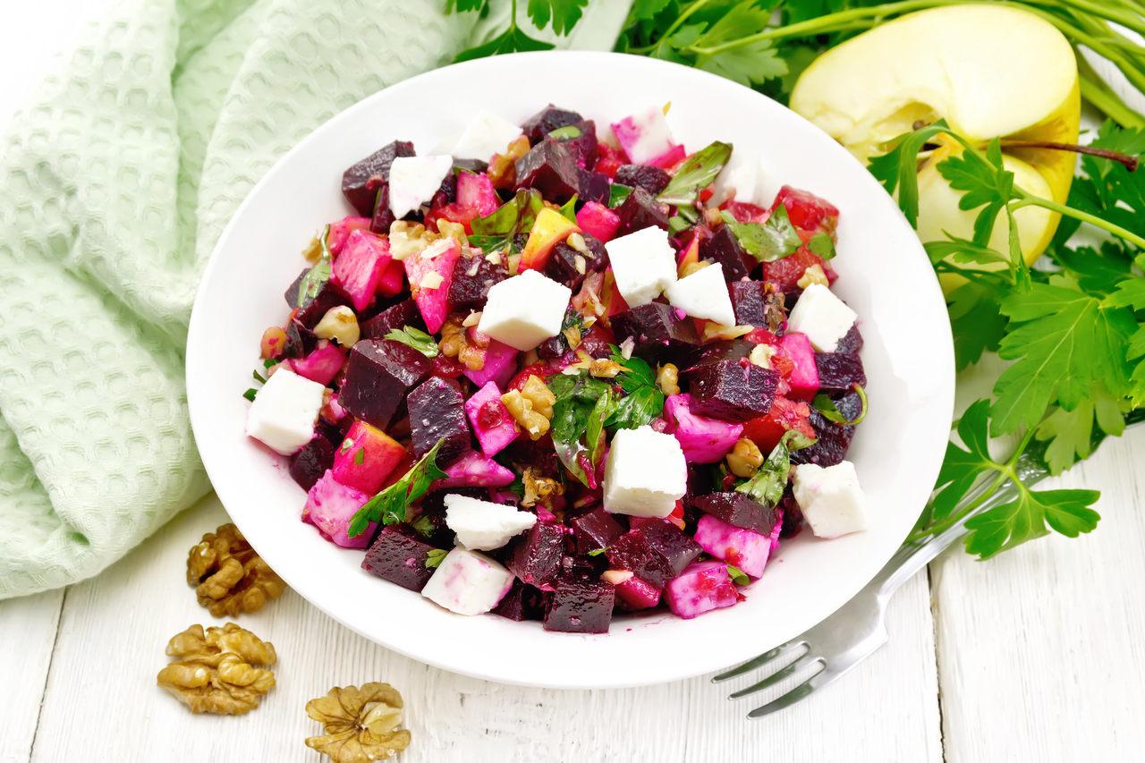 Salada de beterraba e queijo minas