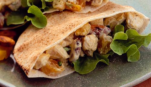 foto da receita Sanduíche de frango com curry, amêndoas e damasco