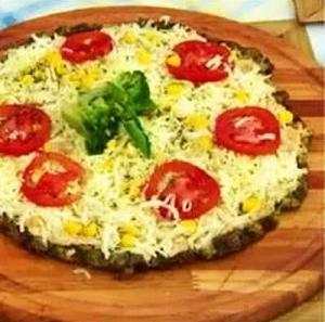 Pizza de frango com brócolis